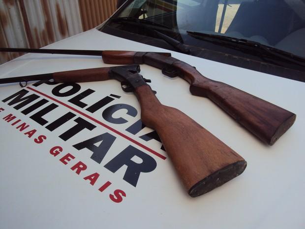 As armas foram apreendidas durante a operação e levada para delegacia de Ipatinga. (Foto: Divulgação / Assessoria da PC)