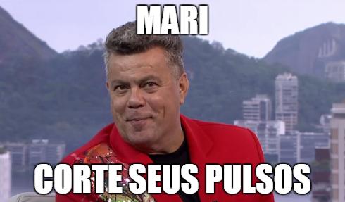 Milton Cunha fica nervoso com as notas da bateria, na disputa entre Salgueiro e Beija-Flor (Foto: Reprodução/TV Globo)