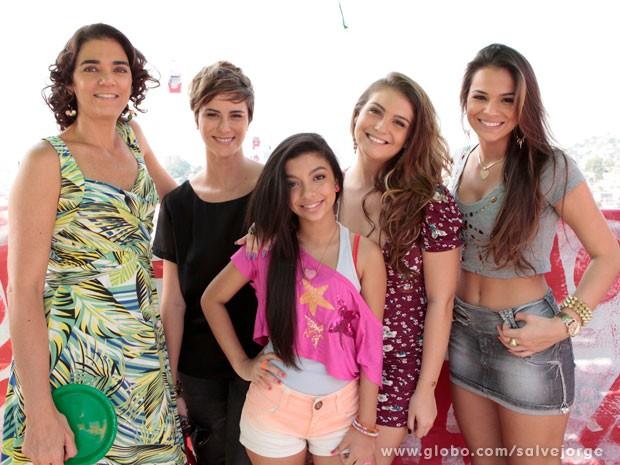 Sorridentes, as atrizes mostraram muito bom humor (Foto: Salve Jorge/TV Globo)