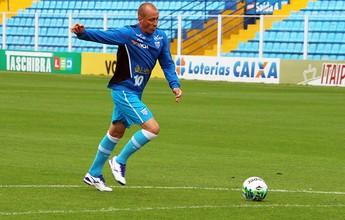 Marquinhos volta a treinar, e Renan sente as costas na preparação do Avaí