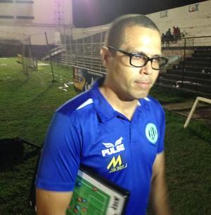 Técnico Luciano Veloso (Foto: Vital Florêncio / GloboEsporte.com)