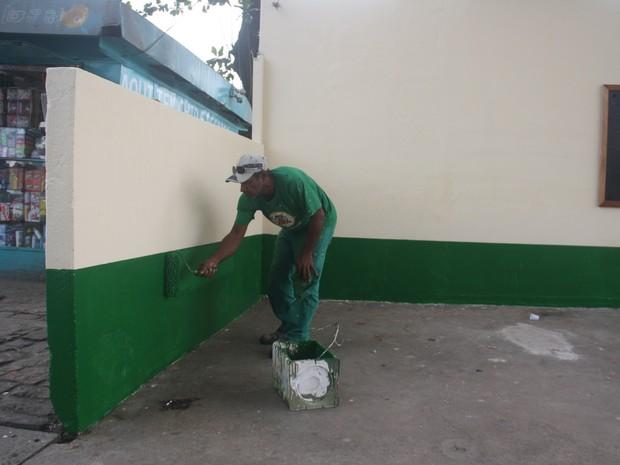 Funcionários realizaram a pintura do local (Foto: Ronaldo Andrade / Prefeitura de Santos)
