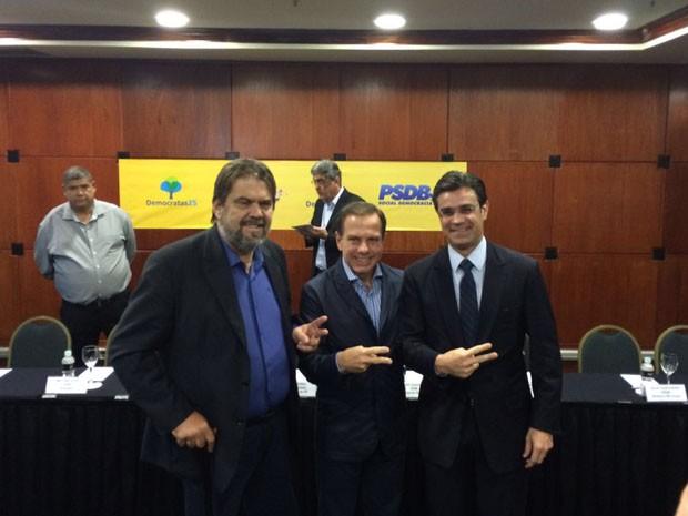 Doria (no centro) e aliados durante evento em São Paulo (Foto: Márcio Pinho/G1)