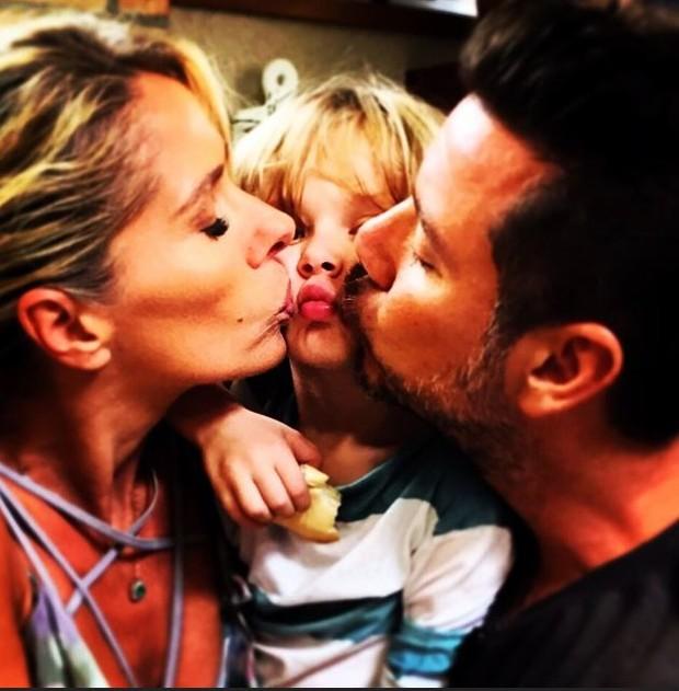 Adriana Galisteu, com seu filho Vittorio e seu marido Alexandre Iodice e seu  (Foto: Instagram/Reprodução)