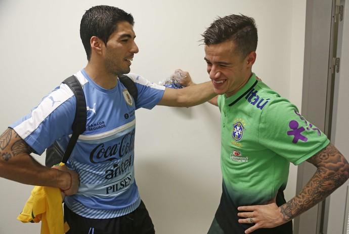 Luis Suárez e Philippe Coutinho encontro Brasil x Uruguai (Foto: Rafael Ribeiro/CBF)