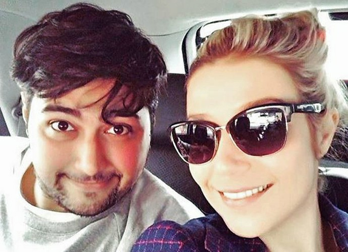 Luiza Possi e DJ Gorky, do Bonde do Rolê, posam para selfie (Foto: Arquivo Pessoal)
