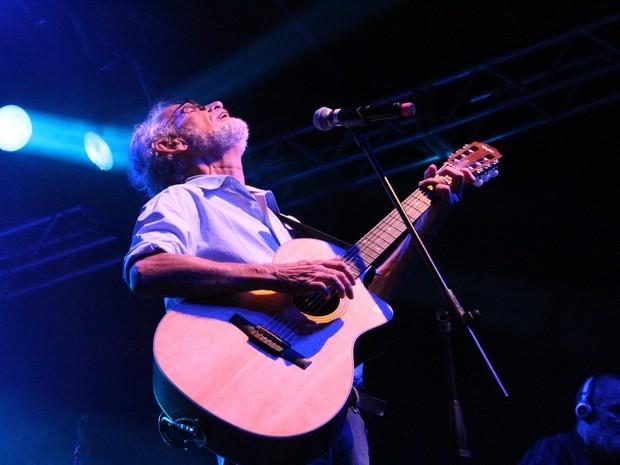 Renato Teixeira canta com fãs e pede valorização à cultura de Taubaté, SP (Foto: Carlos Santos/ G1)