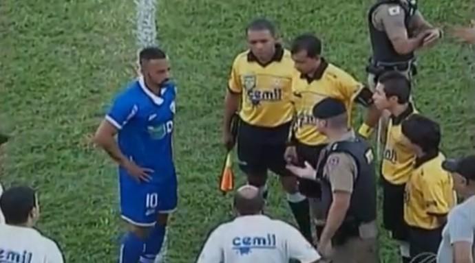 URT Villa Nova Júnior Paraíba árbitro Ronei Cândido racismo (Foto: Reprodução/TV Integração)