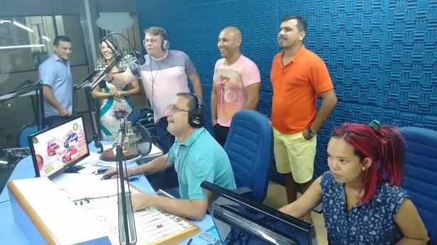 Locutores da 94 FM comandaram juntos o programa 'Show da Manhã' (Foto: Marcos Weslley)