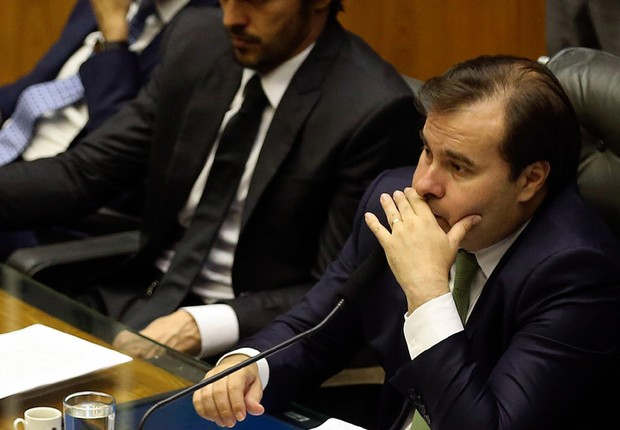 O presidente da Câmara dos Deputados, Rodrigo Maia (DEM-RJ), durante sessão que aprovou texto do Refis (Foto: Valter Campanato/Agência Brasil)