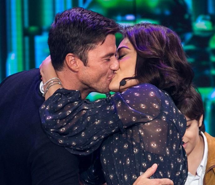 Olha o beijão que Ju ganhou do marido! (Foto: Isabella Pinheiro/ Gshow)
