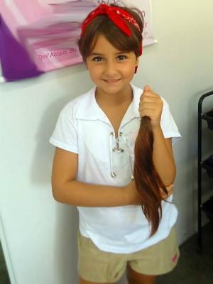 Ana Manuela, de 9 anos, surpreendeu ao querer doar os cabelos (Foto: Divulgação / Arquivo Pessoal)