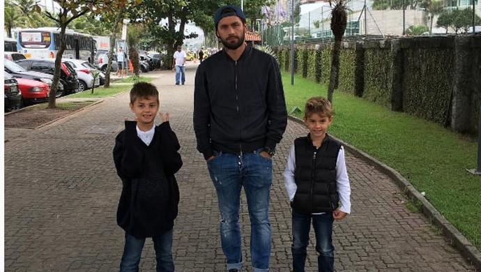 """Torcedores de Cruzeiro e Fluminense """"disputam"""" Rafael Sobis (Foto: Reprodução /Instagram)"""