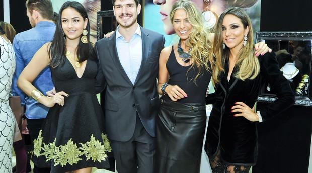 Lu Tranchesi, Runa Ratz, Adriane Galisteu e Lalá Noleto na festa de inauguração da Kawthar (Foto: Divulgação)