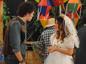 Cristal diz que vai casar e Gabriel fica bolado (Foto: Malhação / Tv Globo)