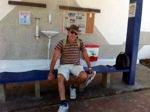 O decorador Luiz Leão no ponto de ônibus em Campinas (Foto: Luciano Calafiori/G1)