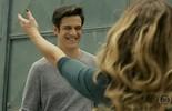 Maria Pia recebe Eric na saída da prisão