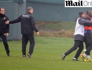Balotelli e roberto Mancini manchester city briga (Foto: Reprodução/Mail Online)