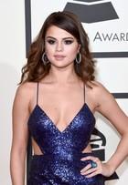 Selena Gomez usa vestido supersexy e decotadíssimo no Grammy 2016