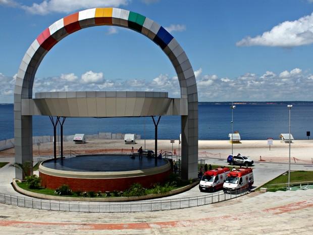 Simulação de socorro na Praia da Ponta Negra, em Manaus (Foto: Adneison Severiano G1/AM)