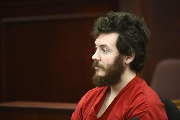 James Holmes, acusado de matar 12 pessoas ao abrir fogo na estreia do filme do Batman, aparece perante tribunal em foto do dia 12 de março (Foto: AP)