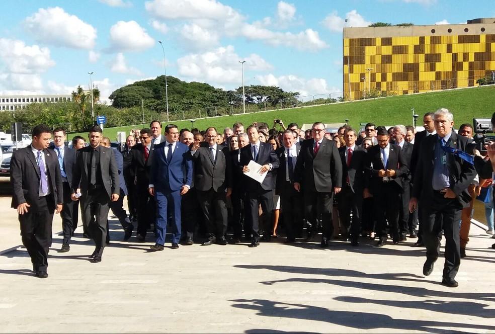 Representantes da OAB chegam à Câmara para entregar pedido de impeachment de Michel Temer (Foto: Bernardo Caram/G1)