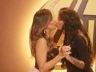 Ariadna usa vestido com transparência para badalar com Denise Dias no Rio