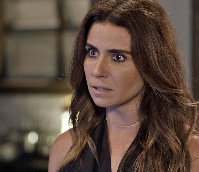 Alice vê que história de Mario faz sentido (Foto: TV Globo)