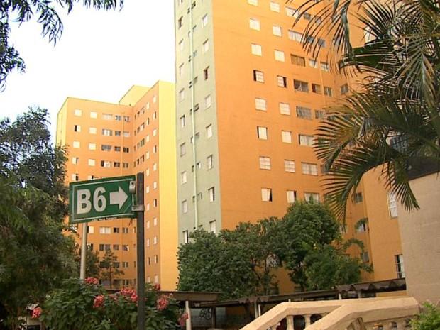 Residencial Jardim das Pedras tem 13 edifícios com 96 apartamentos cada um. Pelo menos 6,5 mil pessoas residem no local. (Foto: Reprodução/EPTV)