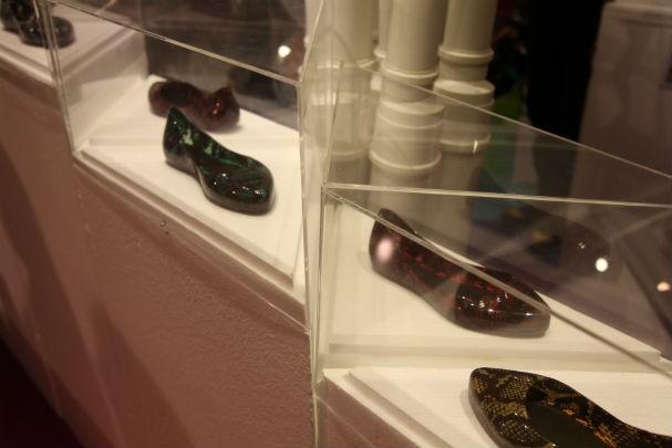 As sapatilhas com estampa de cobra - paixão atual da apresentadora (Foto: Renata Kalil)