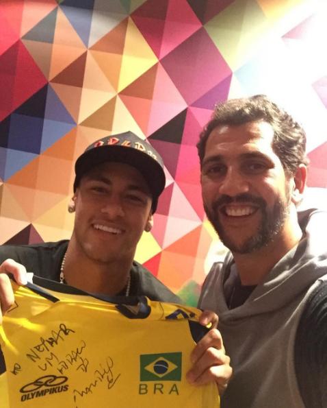 BLOG: Bicampeão olímpico Mauricio visita Neymar após goleada do Barcelona