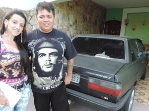 Casal que era dono do Mega Filmes HD agora vende salgados (Foto: Caio Silveira/G1)