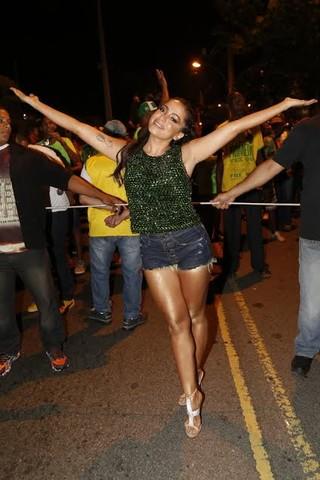Anitta no ensaio de rua da Mocidade Independente de Padre Miguel (Foto: Felipe Assumpção/Ag News)