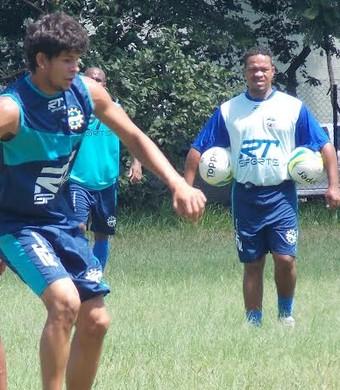Paulo Mulle comanda treino do São José Águia (Foto: Thiago Fadini/ GloboEsporte.com)