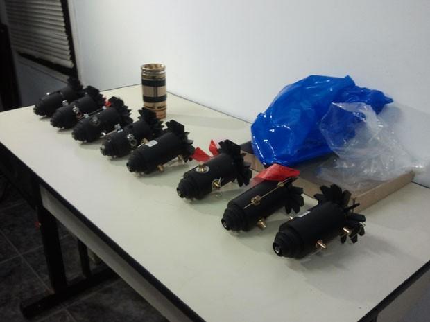 Artefatos explosivos encontrados nesta manhã em Santana, São José dos Campos (Foto: Suellen Fernandes/G1)