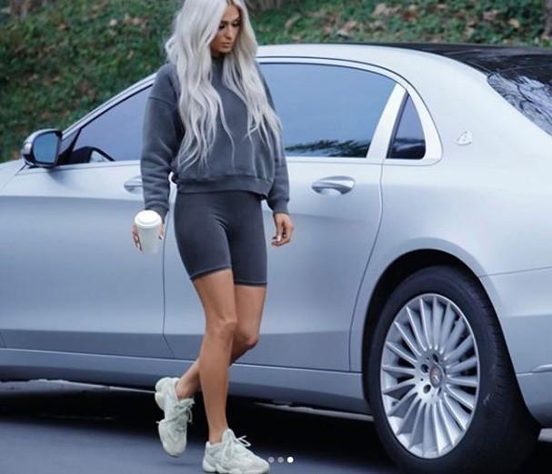 Paris Hilton se transforma em Kim Kardashian para nova campanha de Yezzy (Foto: Reprodução)