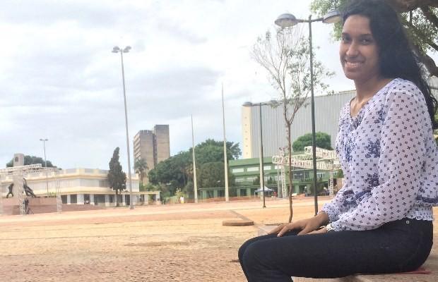 Funcionária pública aprovou a mudança da Praça Cívica, em Goiânia, Goiás (Foto: Paula Resende/ G1)