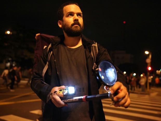 Cauê Maia fez projeções em prédios durante o protesto contra o governo Temer (Foto: Fábio Tito/G1)