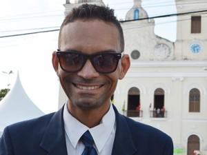 Gláuber Barbosa afirmou que foi a procissão pedir proteção e agradecer (Foto: Valéria Sinésio/G1)