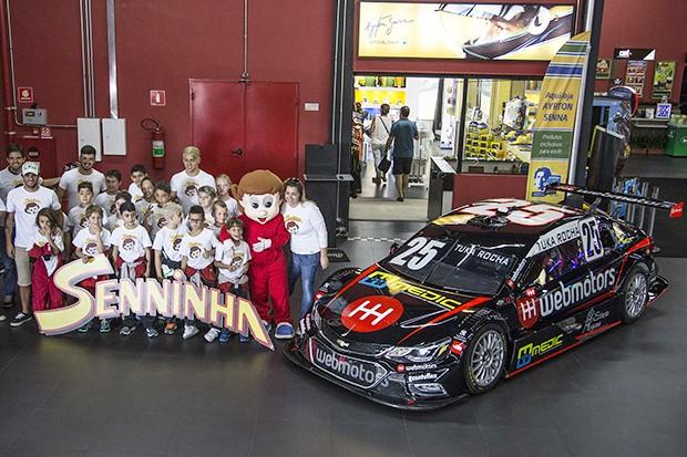 Tuka Rocha com seus alunos da Tuka Rocha Racing School (Foto: Divulgação/MS2)