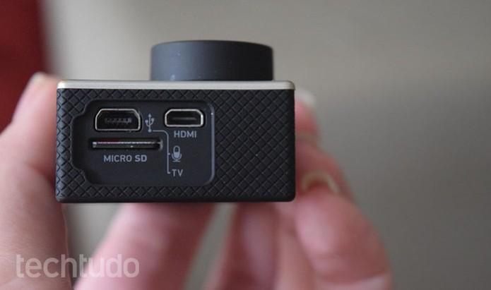 Verifique se o cartão SD está inserido na GoPro (Foto: Juliana Pixinine/TechTudo)