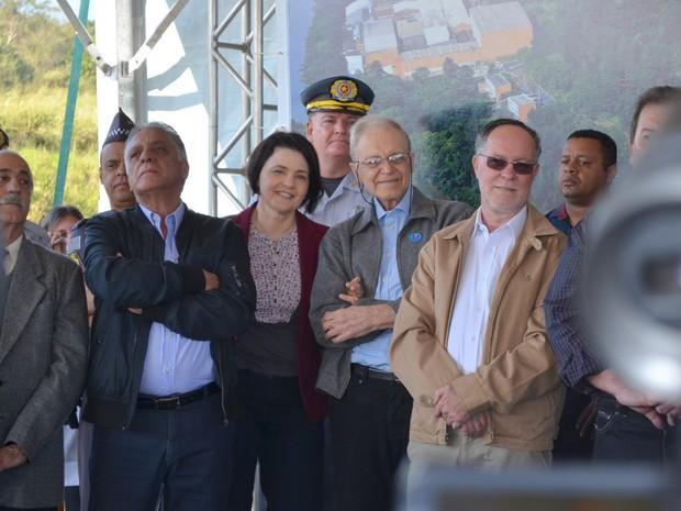 Prefeito Gabriel Ferrato e ex-prefeito Barjas Negri na inauguração do aven viário em Piracicaba (Foto: Marcello Carvalho/G1)