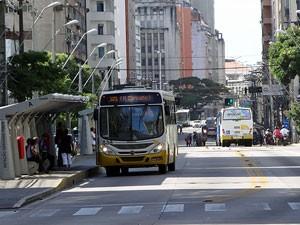 Conde da Boa Vista tem manhã com poucos ônibus (Foto: Katherine Coutinho / G1)