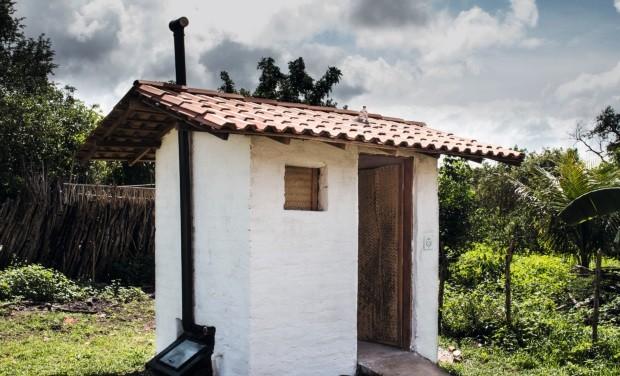 Campanha Metade de Nós, que visa construir banheiros que driblem a falta de saneamento básico (Foto: Divulgação)