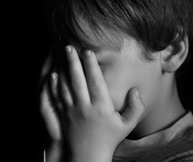 Tristeza, dor. angústia: como ensinar as crianças a lidarem com essas emoções? (Foto: Thinkstock)