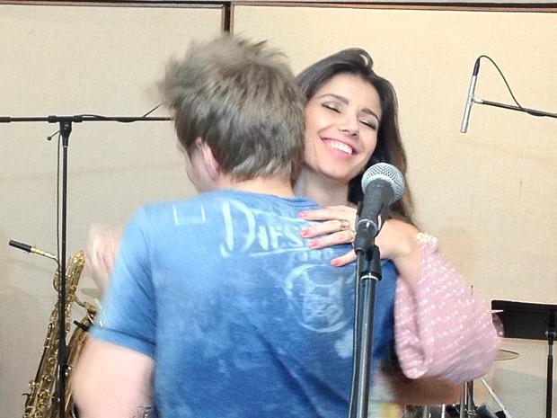 Paula Fernandes e Michel Teló dançam em ensaio para dueto no Prêmio Multishow 2012 (Foto: Divulgação)