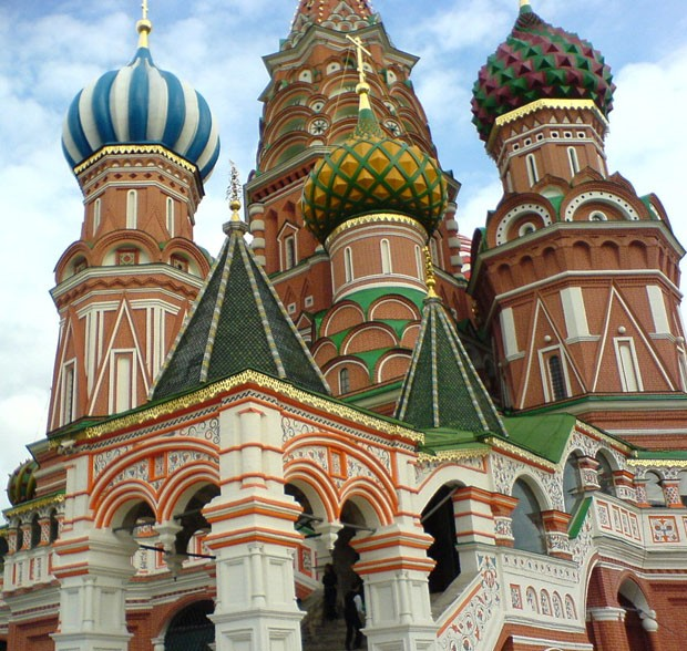 (Foto: Wikimedia Commons / Alexander Evstyugov-Babaev / http://commons.wikimedia.org/wiki/File:Moscow,_St._Basil%27s,_Krasnaya_Square_Entrance.jpg )