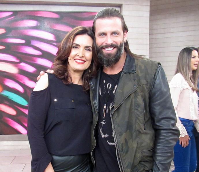 Henri Castelli e Fátima nos bastidores do programa (Foto: Carolina Morgado/Gshow)