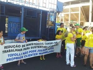 Protesto também contou com a participação de crianças em Araraquara (Foto: Orlando Duarte Neto/G1)