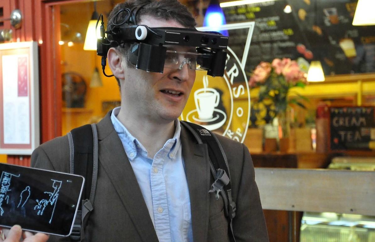 Cientistas apresentam óculos inteligentes para pessoas com visão limitada